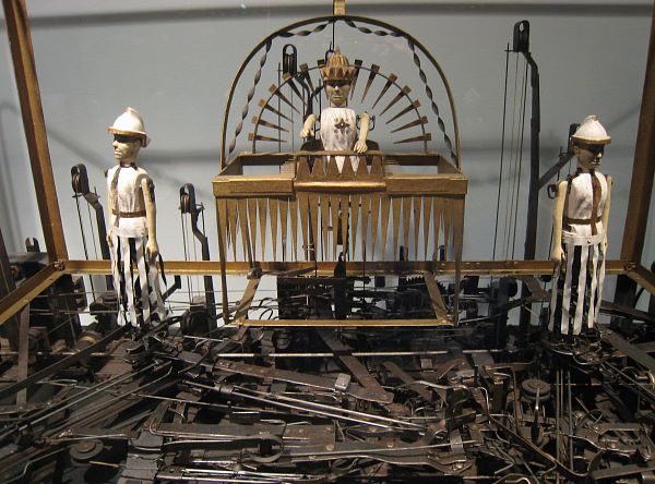 Solomon and his soldiers in the Solomon's Judgment machine